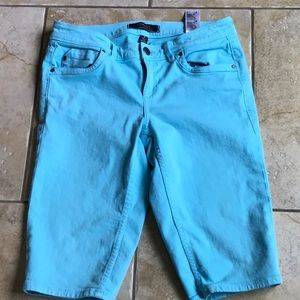 ** Tony Bahama denim capris jeans ..Blue green